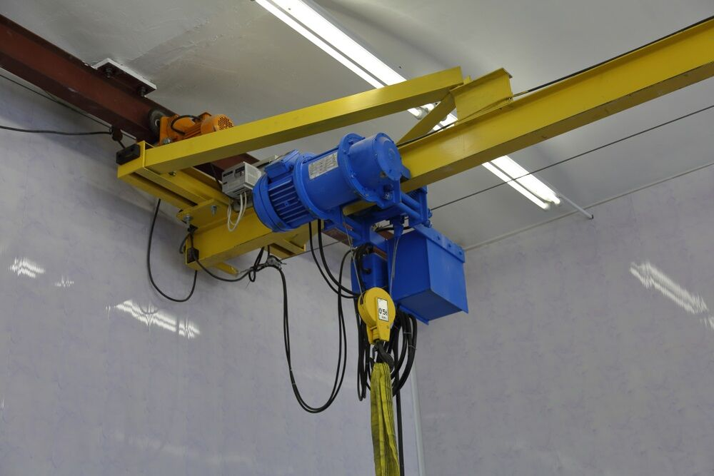 Example of an underhung overhead crane inspection