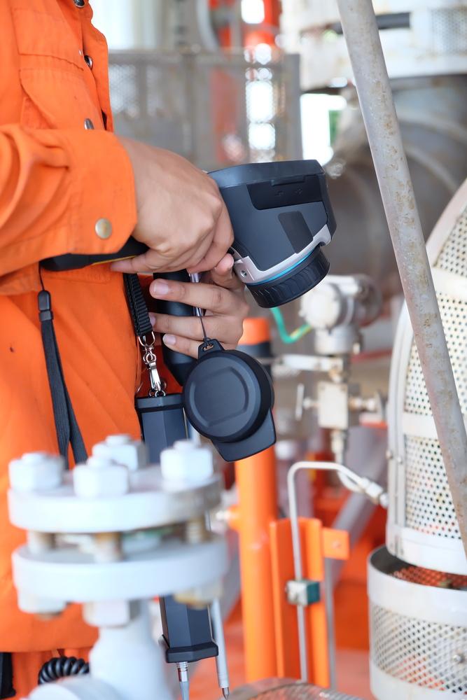 An engineer performing infrared thermographic studies Atlanta, GA